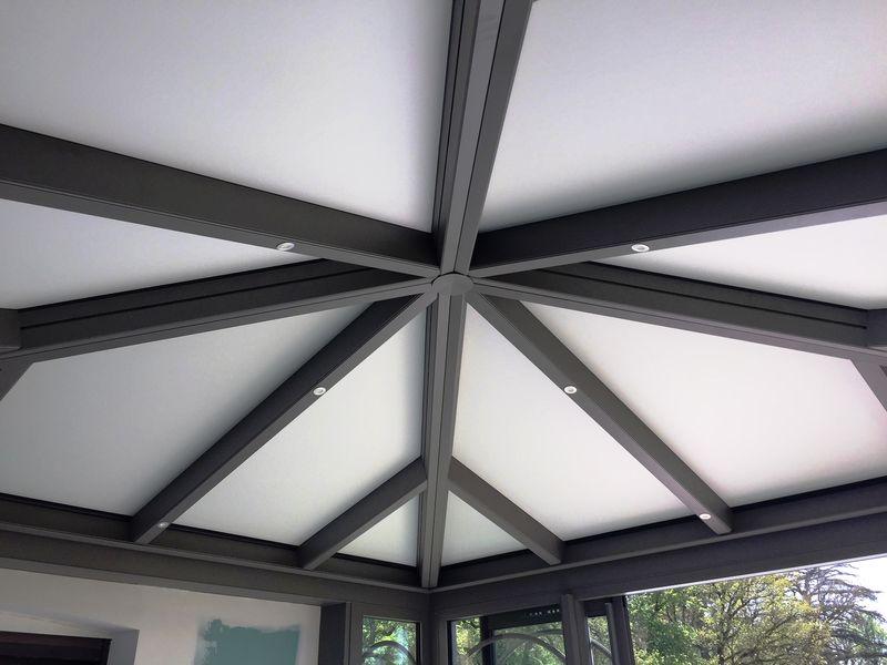 Détail de la toiture avec leds intégrées